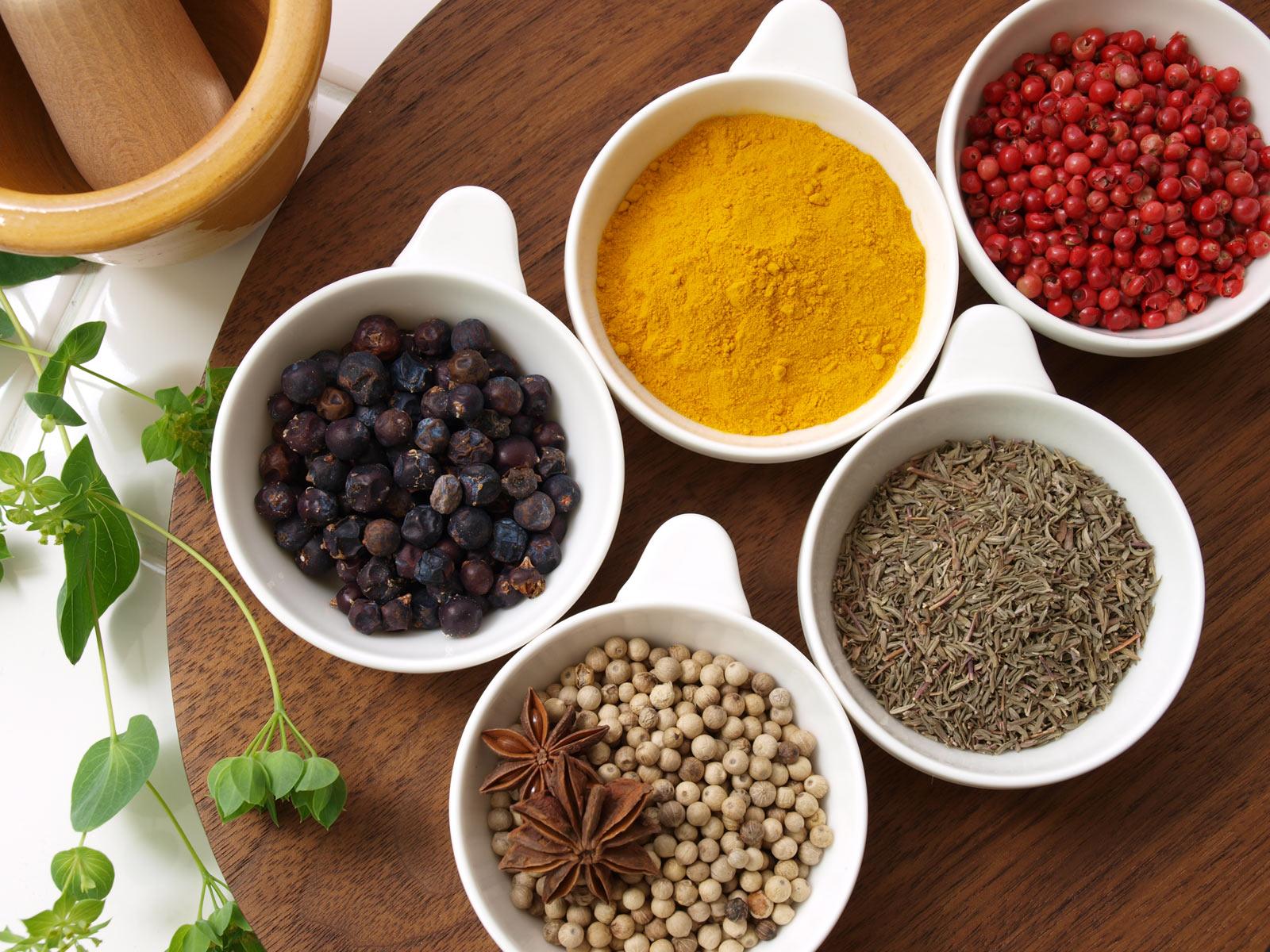 Wij hebben vrijwel alle soorten kruiden die u nodig zou kunnen hebben. Een breed assortiment en ruim de keuze.
